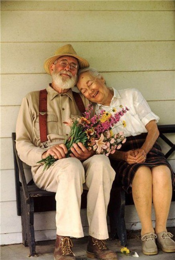 Любви все возрасты покорны.